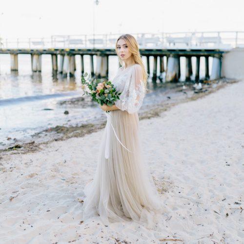 Fot. Jenny Pochtarenko. Sukienki Dress Please. Ozdoby: A dream twig. Makijaż: Agnieszka Doczik